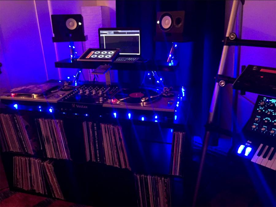Super Anleitung wie du einen DJ-Tisch aus IKEA Teilen selber bauen RF83